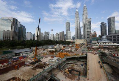 2016-02-18T120000Z_1116979660_GF10000313165_RTRMADP_3_MALAYSIA-ECONOMY-GDP-400×271-400×271.jpg