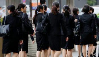 2019-06-04T095327Z_883670969_RC1A0C81EDF0_RTRMADP_3_JAPAN-WOMEN-HIGH-HEELS-400×293.jpg