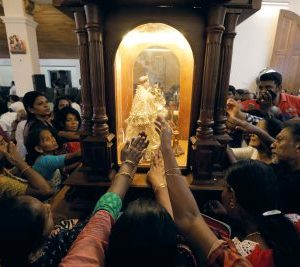2019-06-12T170336Z_745450493_RC170A4A3EF0_RTRMADP_3_SRI-LANKA-BLASTS-CHURCH-400×267.jpg