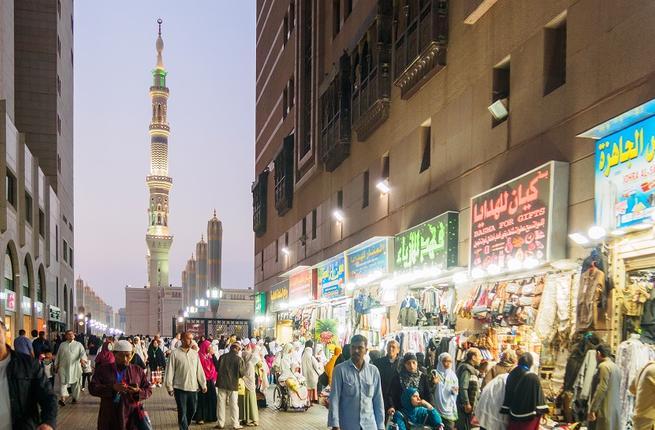shutterstock_tourists_in_saudiarabia_feb20.jpg