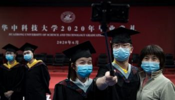 2020-06-21T104749Z_1301415123_MT1IMGCN000ENJBEF_RTRMADP_3_CHINA-CHINESE-WUHAN-UNIVERSITY-STUDENTS-GRADUATE-ONLINE-400×267.jpg