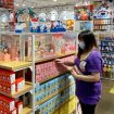 singapore_customers_choose_blind_boxes_miniso_store.jpg